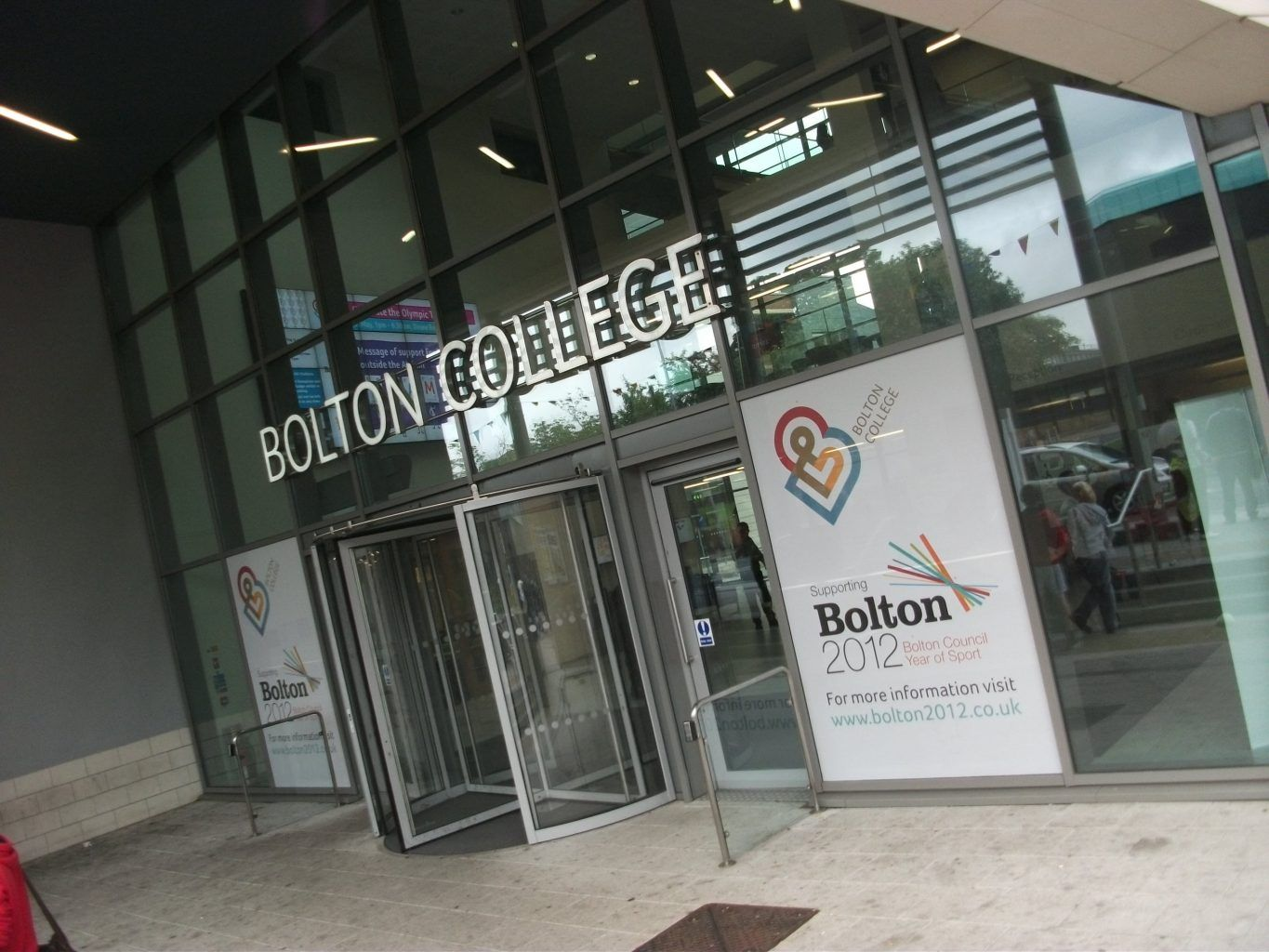 BUILT UP LETTERS BOLTON COLLEGE SIGN