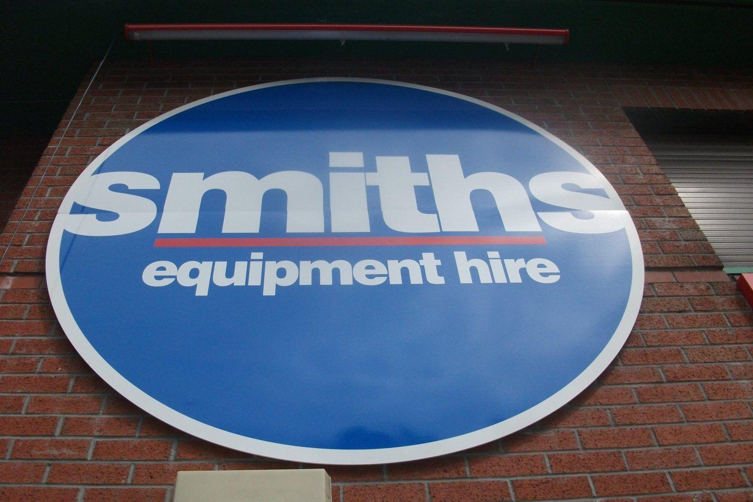 Smiths flat cut raised logo