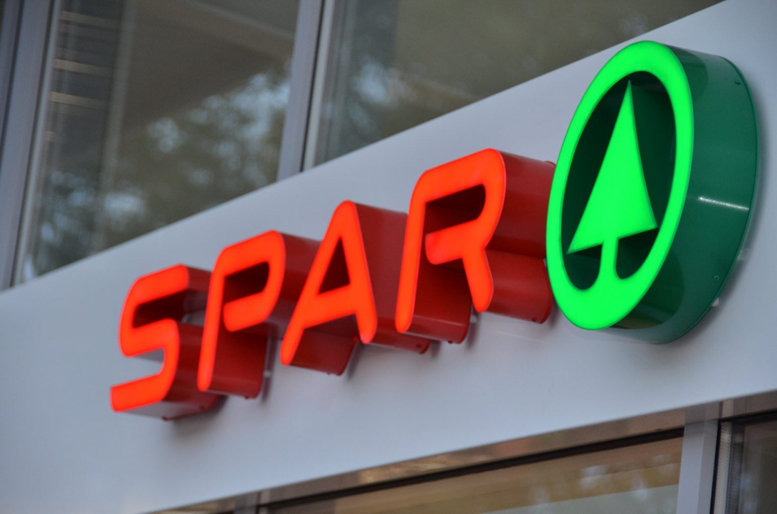 Spar built up letters retail grocery